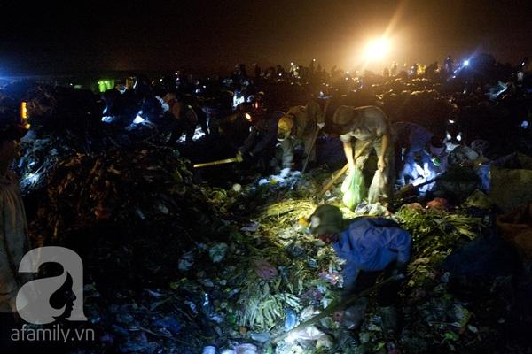 """Bãi rác 4.000 tấn ở Nam Sơn: """"Cánh đồng bội thu"""" của những người khốn khổ 7"""