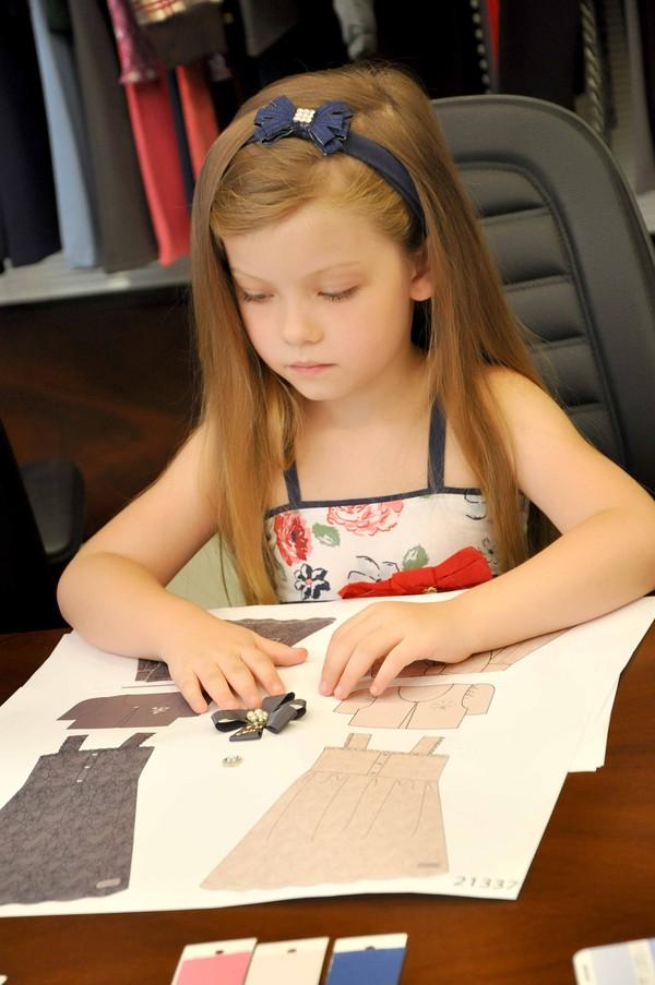 Mẫu nhí 5 tuổi tự thiết kế BST thời trang 4