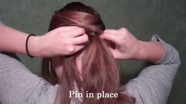 Tự thực hiện 3 kiểu tóc duyên dáng và gọn gàng tới công sở 8