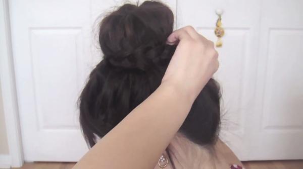 Tự thực hiện 3 kiểu tóc duyên dáng và gọn gàng tới công sở 32