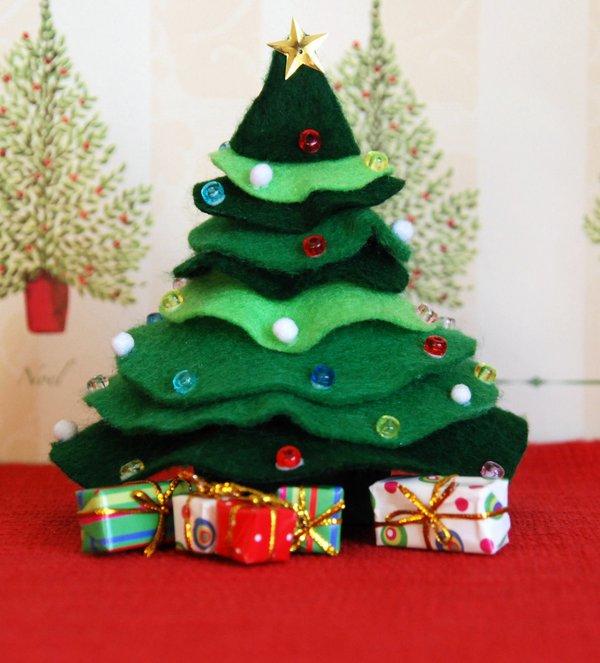 Cắt dán cây thông Noel nhỏ xinh trang trí nhà mình 1