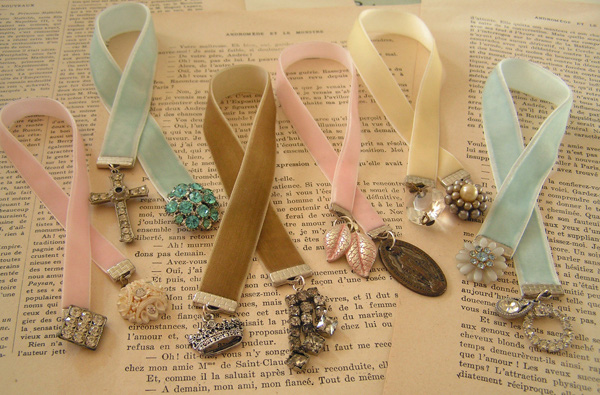 4 bước làm bookmark xinh yêu từ dây ruy-băng 1