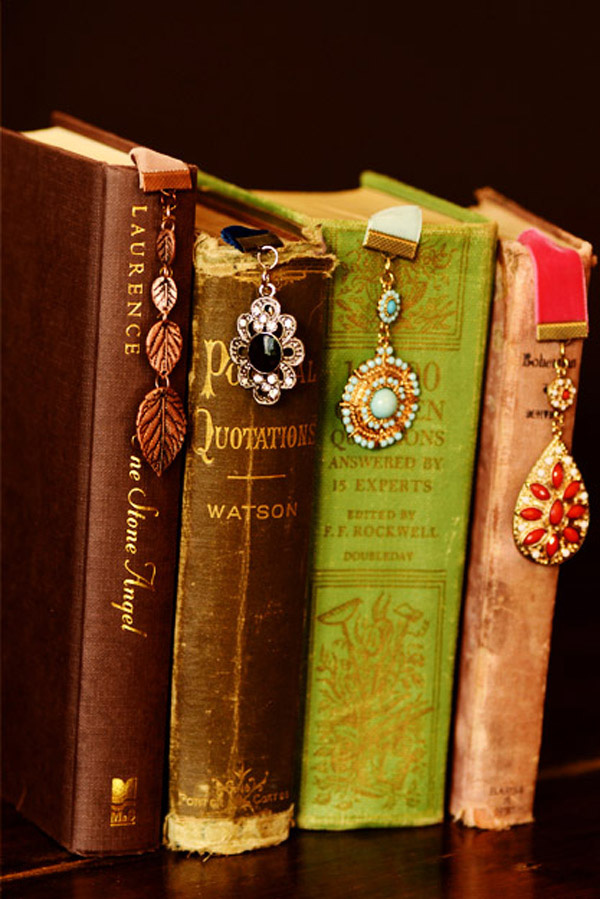 4 bước làm bookmark xinh yêu từ dây ruy-băng 7