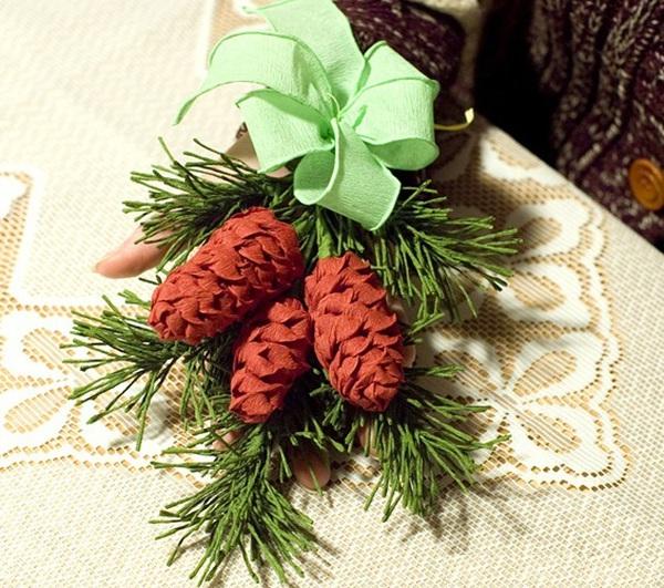 Dễ thương chùm quả thông Noel làm từ giấy  1