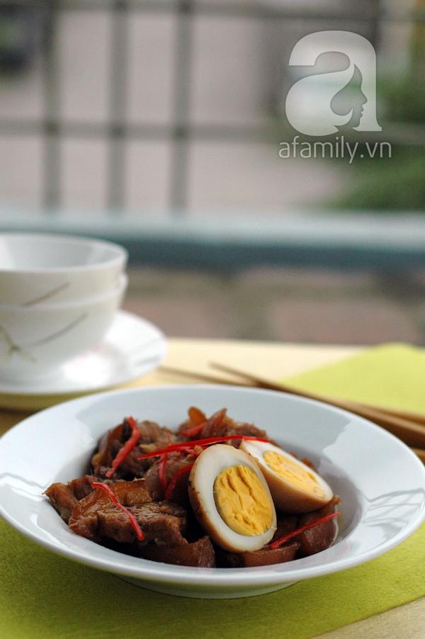 Thịt heo quay kho trứng cho cơm tối đậm đà 10