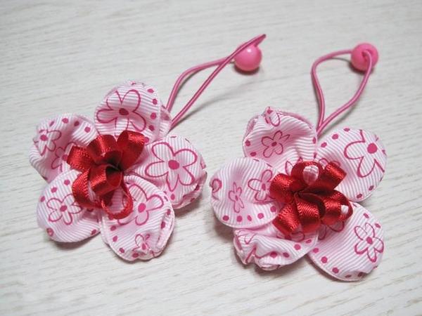 Mẹ làm dây buộc tóc bông hoa xinh tặng bé 8