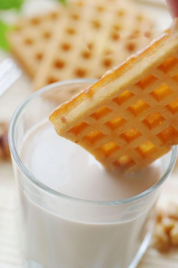 Cách làm sữa đậu nành thơm ngon đặc biệt cho hè này 9