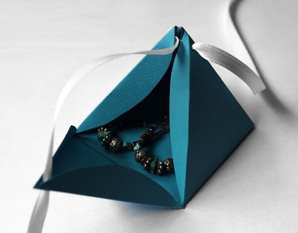 2 cách gấp hộp quà đơn giản mà đẹp mắt 6