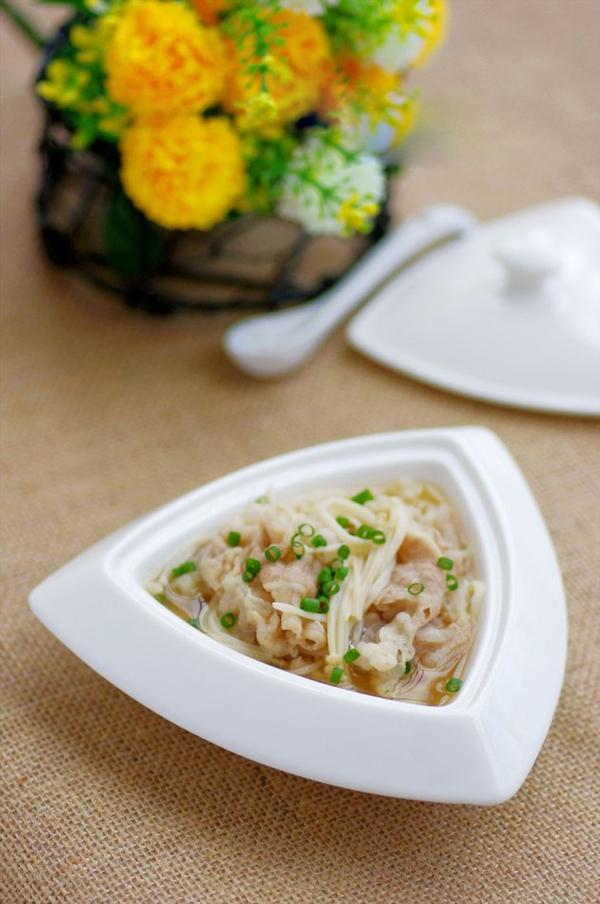 Canh thịt nấu nấm ngọt thơm mát lành 1