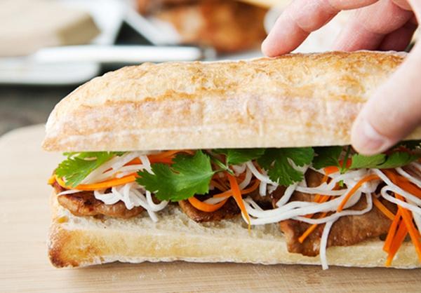 Đổi món bữa sáng với bánh mỳ kẹp thịt thơm phức 18