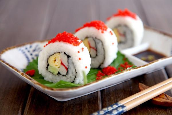 Ăn trưa ngon với món cơm cuộn siêu đẹp mắt 1