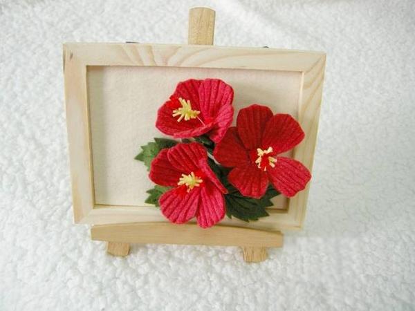 Trang trí khung tranh với nhành hoa đỏ bắt mắt 17