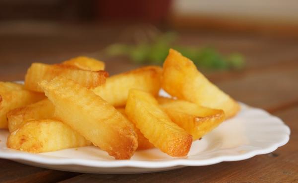 Bí quyết làm khoai tây chiên giòn lâu mà không ngấm mỡ! 1