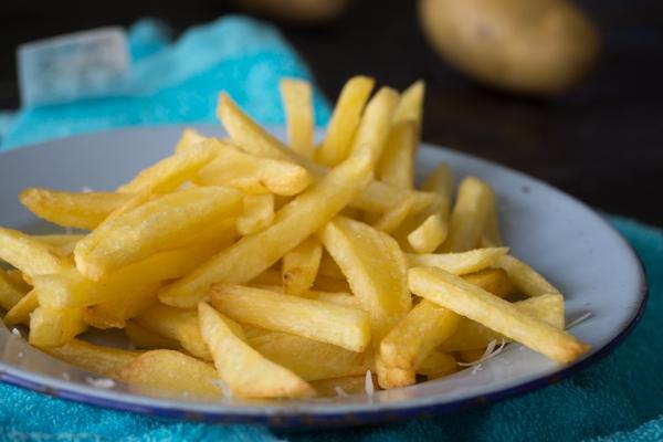 Bí quyết làm khoai tây chiên giòn lâu mà không ngấm mỡ! 18