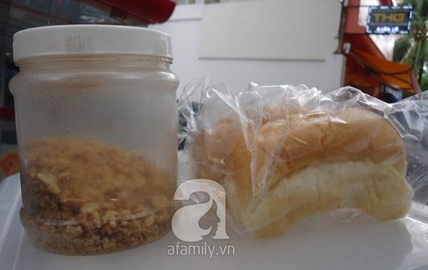 """Sài Gòn: Mua """"vé về tuổi thơ"""" với bánh mì kẹp kem siêu rẻ 5"""
