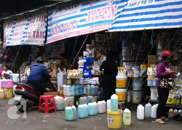"""Hãi hùng khu chợ """"đầu độc"""" người tiêu dùng lớn nhất Sài Gòn 1"""