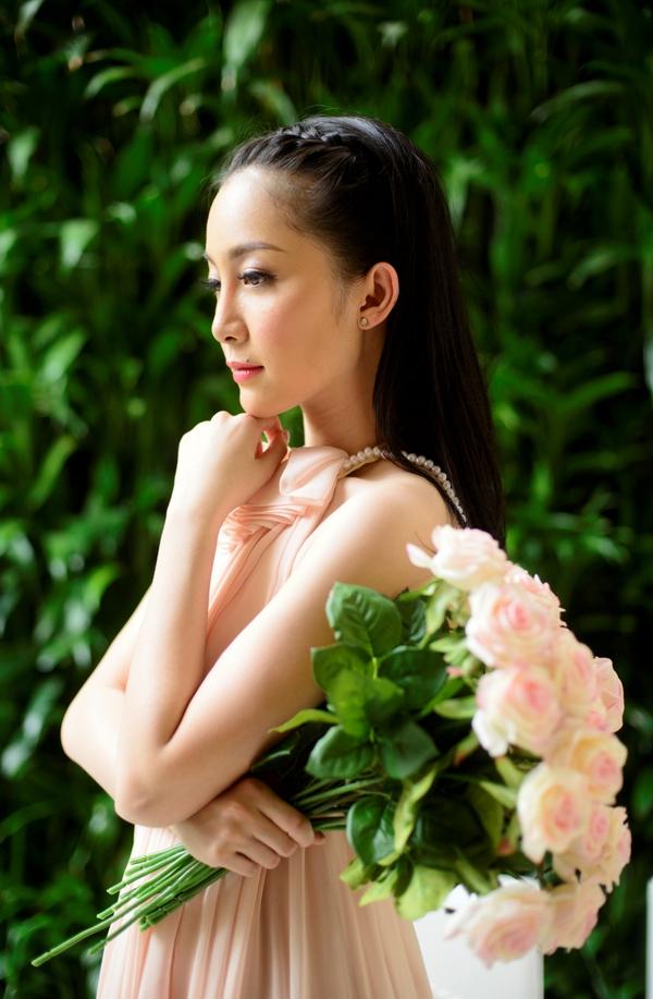 Linh Nga khoe vẻ đẹp không tì vết 8