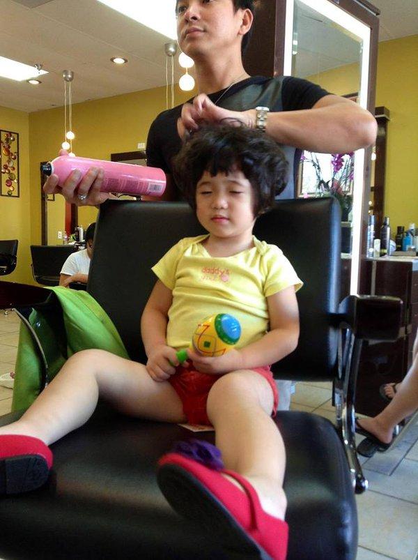 Hình ảnh đáng yêu của con gái danh hài Thúy Nga đi làm tóc 3