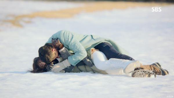 """Oh Soo thú nhận yêu Oh Young trong """"Ngọn gió đông"""" 8"""