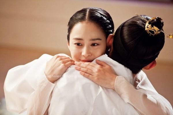 """""""Jang Ok Jung"""": Kim Tae Hee động phòng cùng Yoo Ah In 2"""