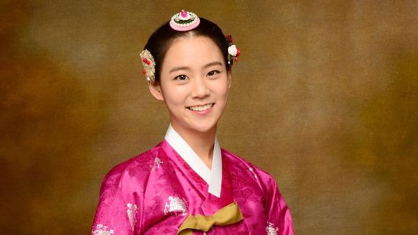 """Kim Tae Hee sắp đối mặt """"tình địch"""" nguy hiểm nhất 3"""