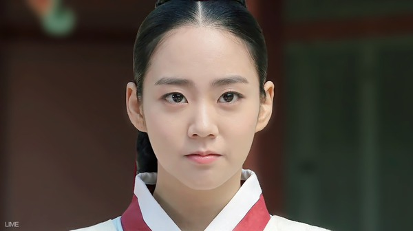 """Ok Jung"" Kim Tae Hee mang thai vẫn bị Vua lạnh nhạt 1"