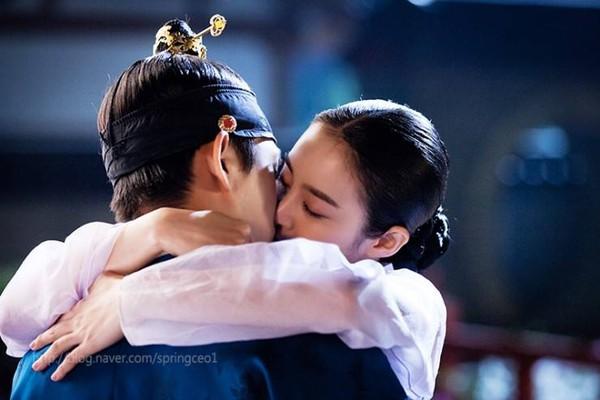"""Kim Tae Hee dùng mỹ nhân kế phá đám """"tình địch"""" 9"""