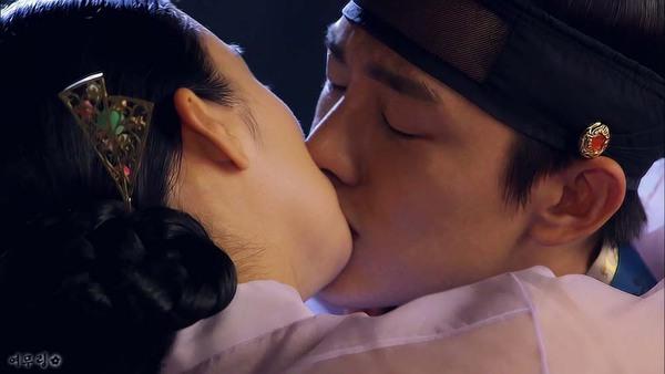 """Kim Tae Hee dùng mỹ nhân kế phá đám """"tình địch"""" 11"""