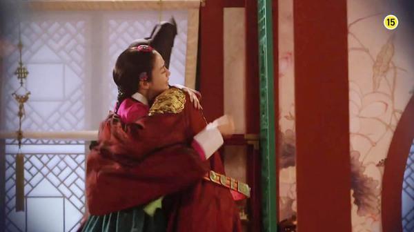 """""""Jang Ok Jung"""" Kim Tae Hee bị ép uống thuốc... vô sinh 2"""