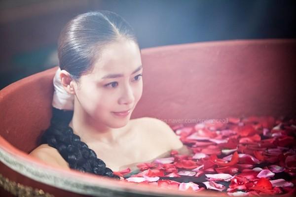 """Kim Tae Hee dùng mỹ nhân kế phá đám """"tình địch"""" 5"""