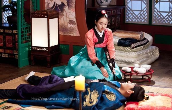 """""""Jang Ok Jung"""": Kim Tae Hee bị đuổi khỏi hoàng cung  8"""