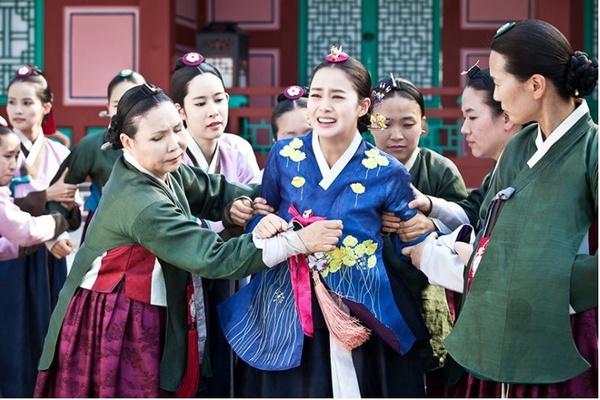 """""""Ok Jung"""" Kim Tae Hee giành lại con, Hoàng hậu bị phế truất 1"""
