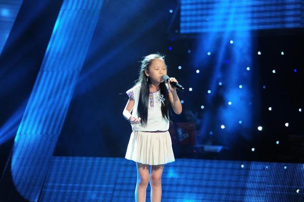 Con gái Chiều Xuân chinh phục cả 4 HLV Giọng hát Việt nhí 2