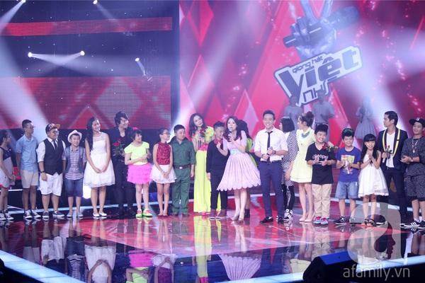 """The Voice Kids Liveshow 1: Nguyễn Quang Anh """"lên đồng"""" với """"Chiếc khăn Piêu"""" 8"""