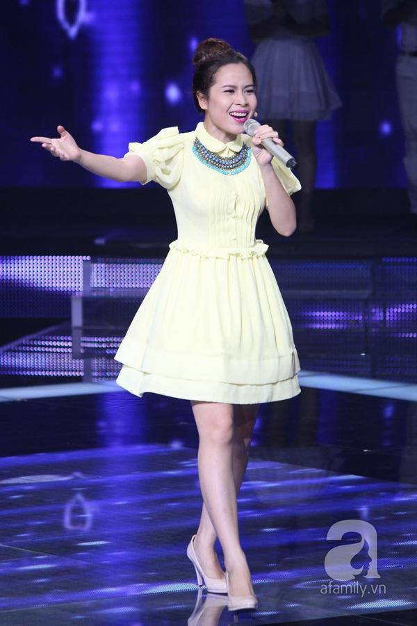 """The Voice Kids Liveshow 1: Nguyễn Quang Anh """"lên đồng"""" với """"Chiếc khăn Piêu"""" 6"""