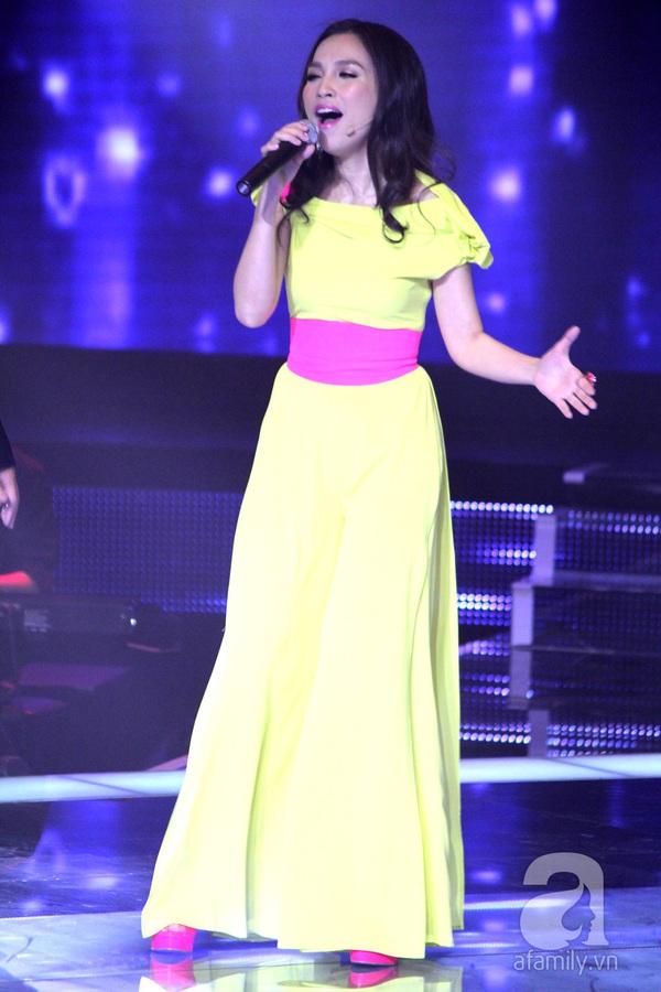 """The Voice Kids Liveshow 1: Nguyễn Quang Anh """"lên đồng"""" với """"Chiếc khăn Piêu"""" 7"""