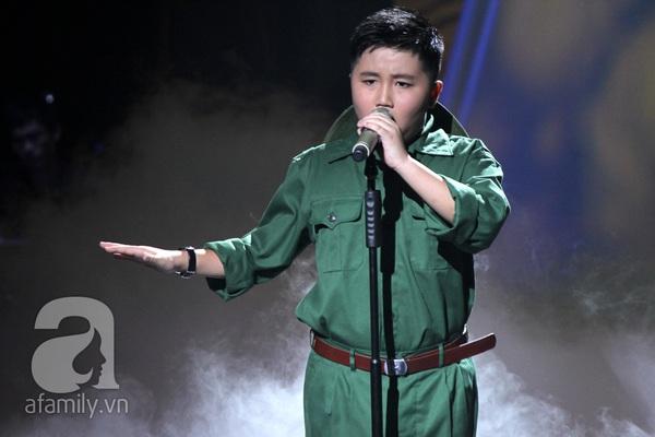 """The Voice Kids Liveshow 1: Nguyễn Quang Anh """"lên đồng"""" với """"Chiếc khăn Piêu"""" 11"""