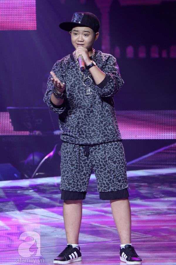 """The Voice Kids Liveshow 1: Nguyễn Quang Anh """"lên đồng"""" với """"Chiếc khăn Piêu"""" 12"""