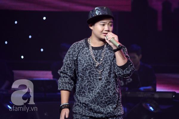 """The Voice Kids Liveshow 1: Nguyễn Quang Anh """"lên đồng"""" với """"Chiếc khăn Piêu"""" 13"""
