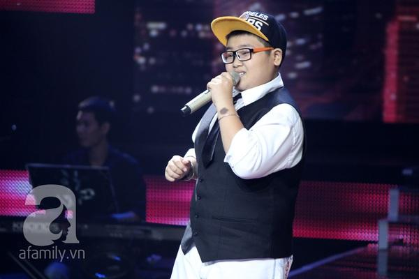 """The Voice Kids Liveshow 1: Nguyễn Quang Anh """"lên đồng"""" với """"Chiếc khăn Piêu"""" 14"""