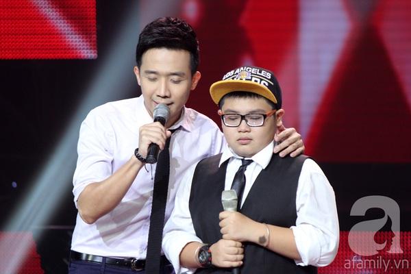 """The Voice Kids Liveshow 1: Nguyễn Quang Anh """"lên đồng"""" với """"Chiếc khăn Piêu"""" 15"""