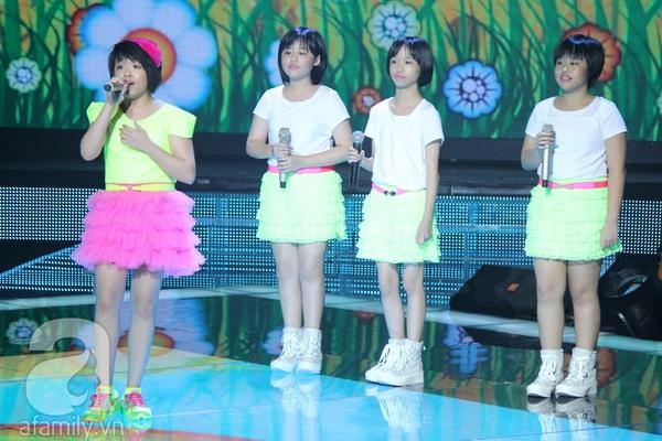 """The Voice Kids Liveshow 1: Nguyễn Quang Anh """"lên đồng"""" với """"Chiếc khăn Piêu"""" 16"""