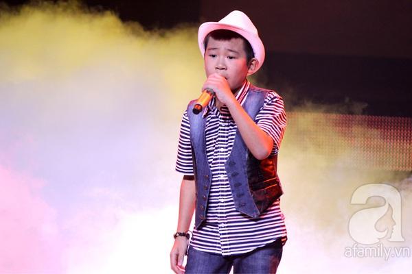 """The Voice Kids Liveshow 1: Nguyễn Quang Anh """"lên đồng"""" với """"Chiếc khăn Piêu"""" 18"""