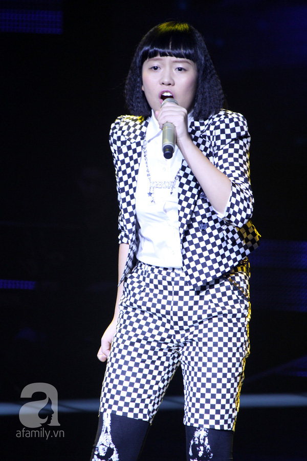 """The Voice Kids Liveshow 1: Nguyễn Quang Anh """"lên đồng"""" với """"Chiếc khăn Piêu"""" 20"""