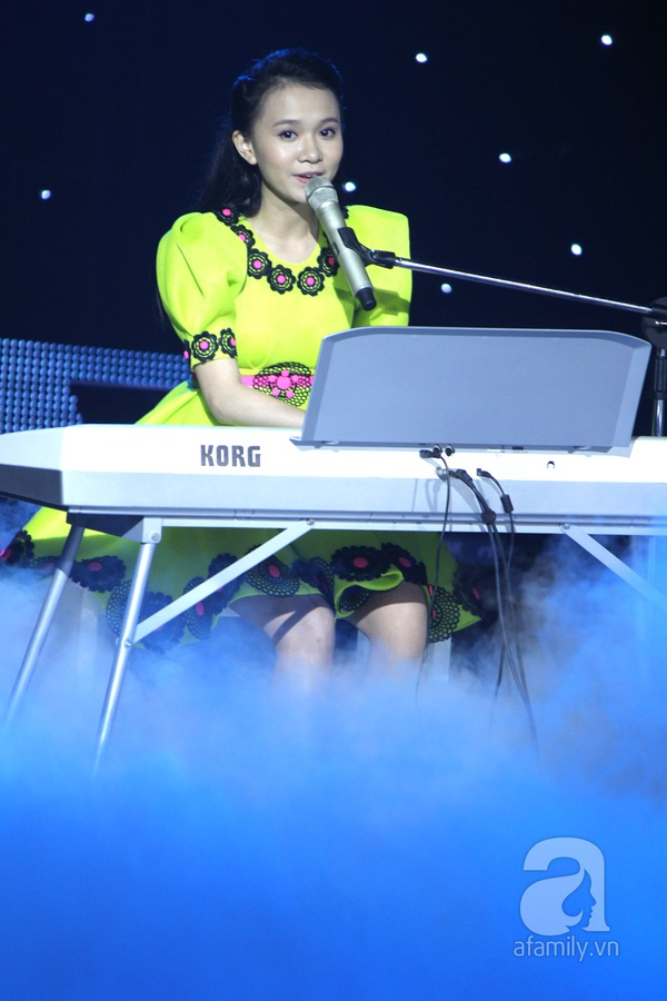 """The Voice Kids Liveshow 1: Nguyễn Quang Anh """"lên đồng"""" với """"Chiếc khăn Piêu"""" 22"""