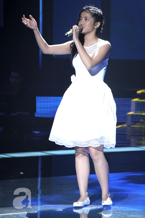 """The Voice Kids Liveshow 1: Nguyễn Quang Anh """"lên đồng"""" với """"Chiếc khăn Piêu"""" 25"""