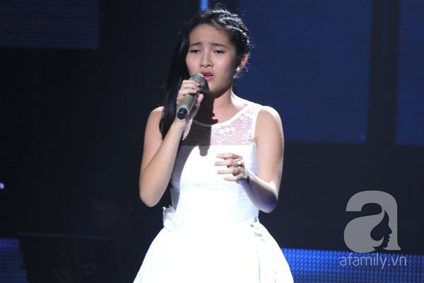 """The Voice Kids Liveshow 1: Nguyễn Quang Anh """"lên đồng"""" với """"Chiếc khăn Piêu"""" 24"""