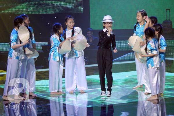 The Voice Kids: Quang Anh cực chất với màn diễn quá chuyên nghiệp 16
