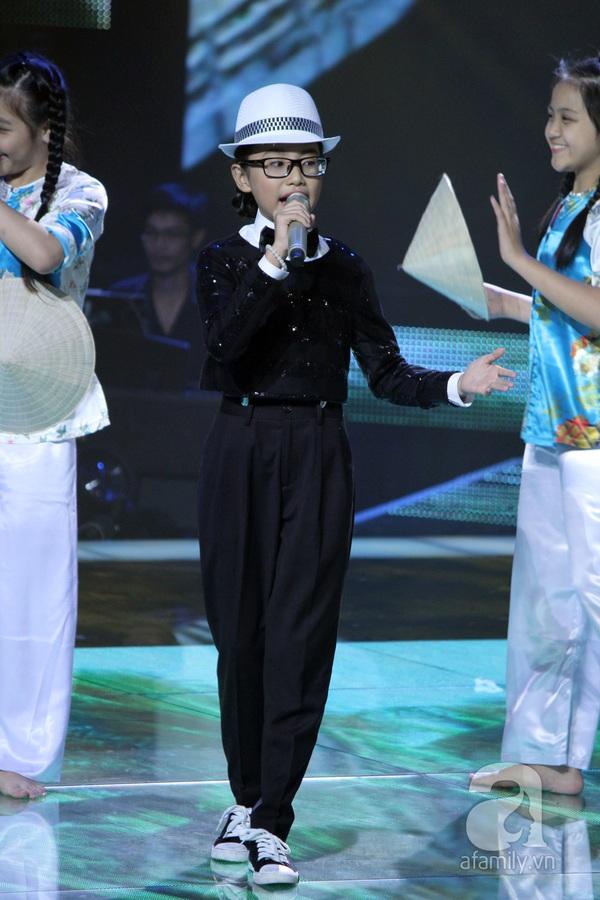 The Voice Kids: Quang Anh cực chất với màn diễn quá chuyên nghiệp 17