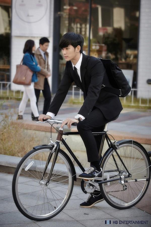 """Kim Soo Hyun bảnh bao trong tạo hình """"giáo sư 400 tuổi"""" 2"""